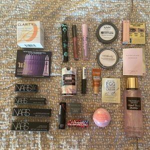 23 Piece beauty bundle